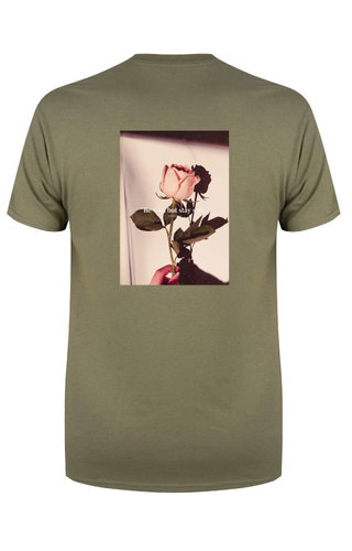 BE WILD STAY SOFT PHOTO TEE OLIVE