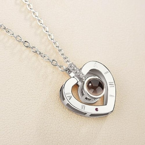 Necklace with projection (I love you)