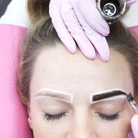 Dye your Brows with Eyebrow Henna