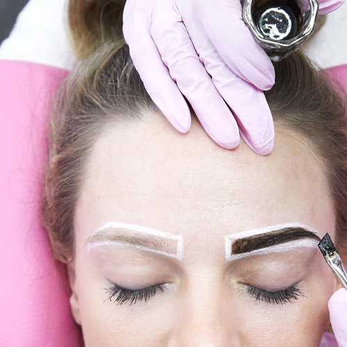 Naturally Tint your Eyebrows with Henna