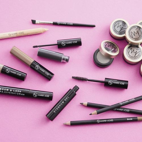Cipria, matite, gel, materiali e pennelli per sopracciglia