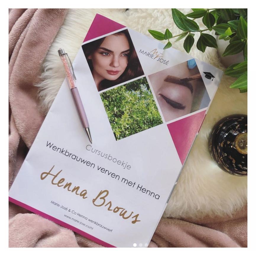 Henna Brows leren training boekje Nederland