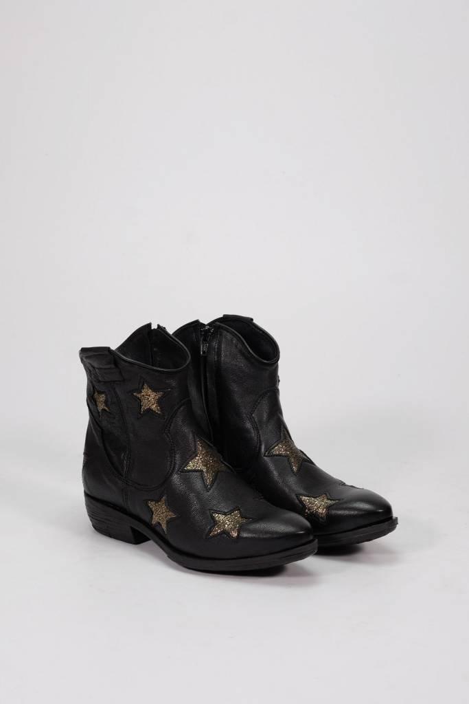 Factory Store Texan stars