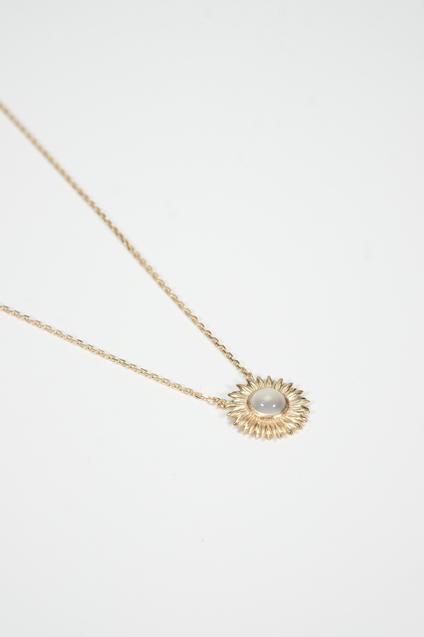 Factory Store Marguerite necklace
