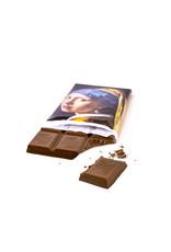 Chocolade meisje met een parel