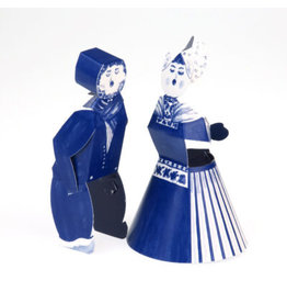 Delft Blue kissing couple
