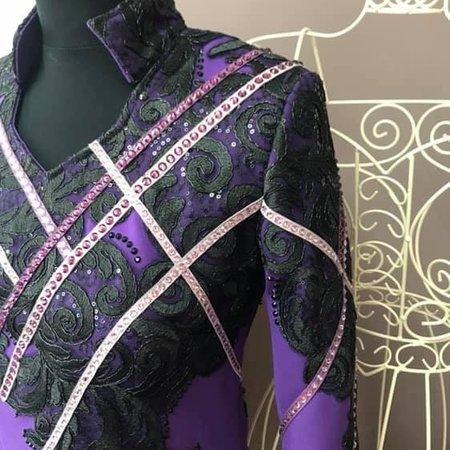 DE-Showoutfits DE Showjacke Geometric Black / Purple Größe S