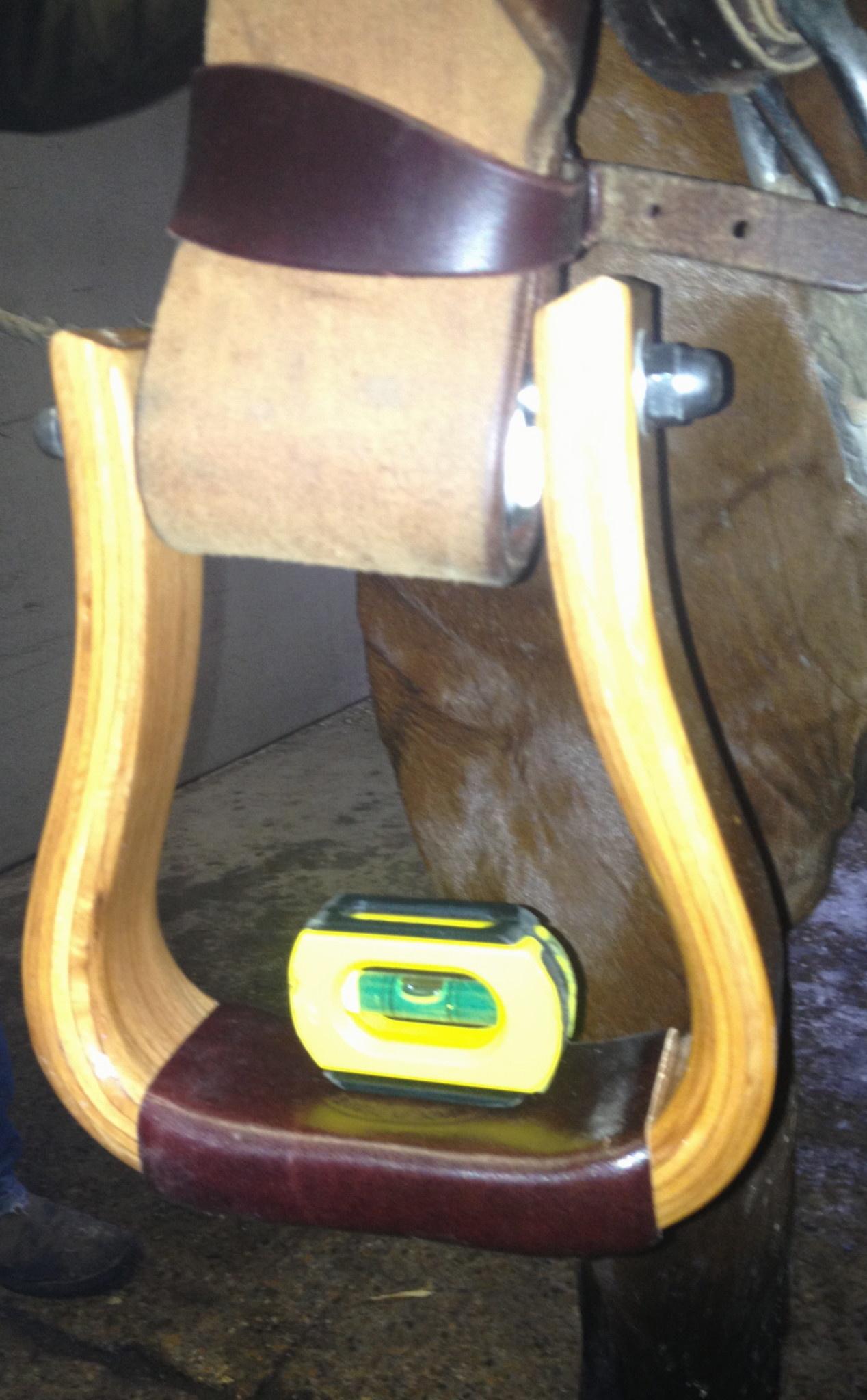 Nettles Stirrups Regular 2'' The Duke + Leveler stirrups/stijgbeugels