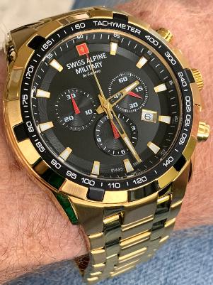 goudkleurig horloge Swiss Alpine military 7043.9117 SAM horloge
