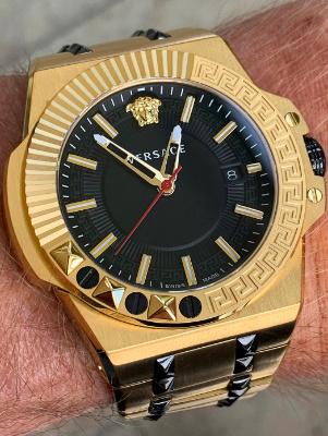 goudkleurig horloge Versace VEDY00619 horloge