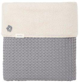 Koeka Couverture lit bébé gaufré / teddy Oslo gris acier / galet