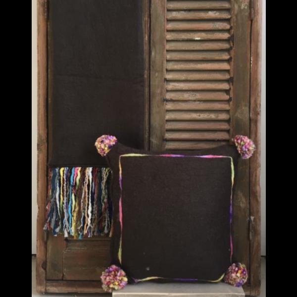 Kussen Mohair multi pompon 50x50cm in 2 kleuren.