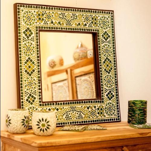 Spiegel Diya met groen mozaïekframe in 4 maten