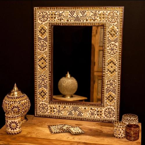 Spiegel Diya met bruin-beige mozaïekframe in 4 maten