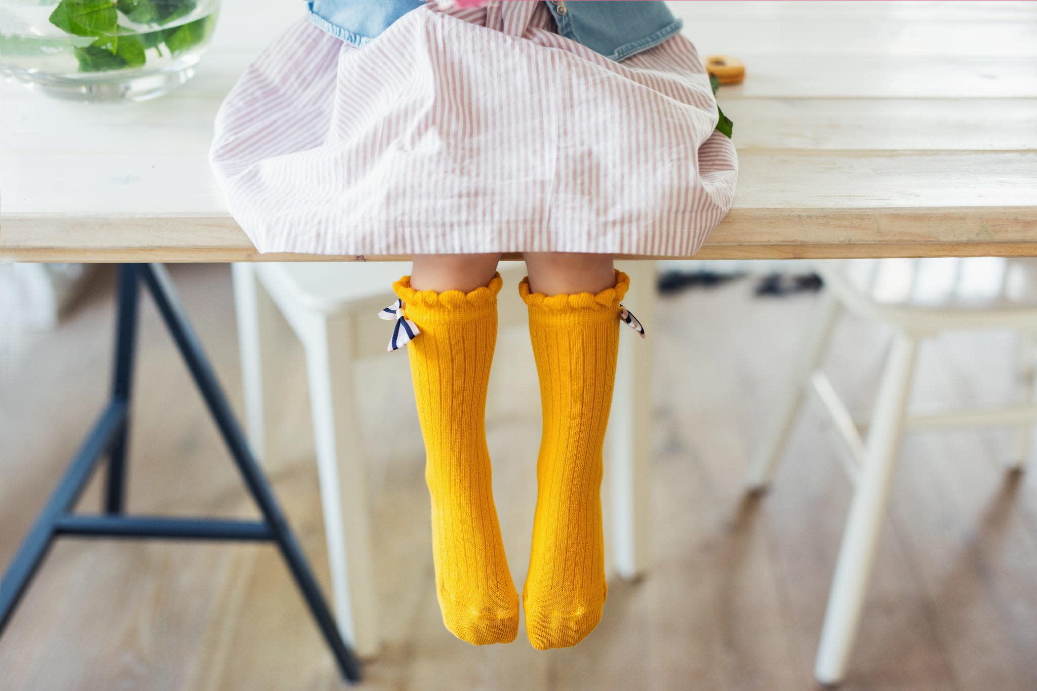 Mama's Feet Bow Knee Socks Oker