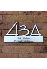 Lasergesneden huisnummer met naamplaat achtergrond zwart