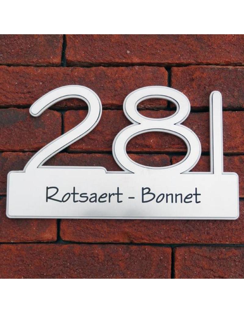 Lasergesneden huisnummer met naamplaat