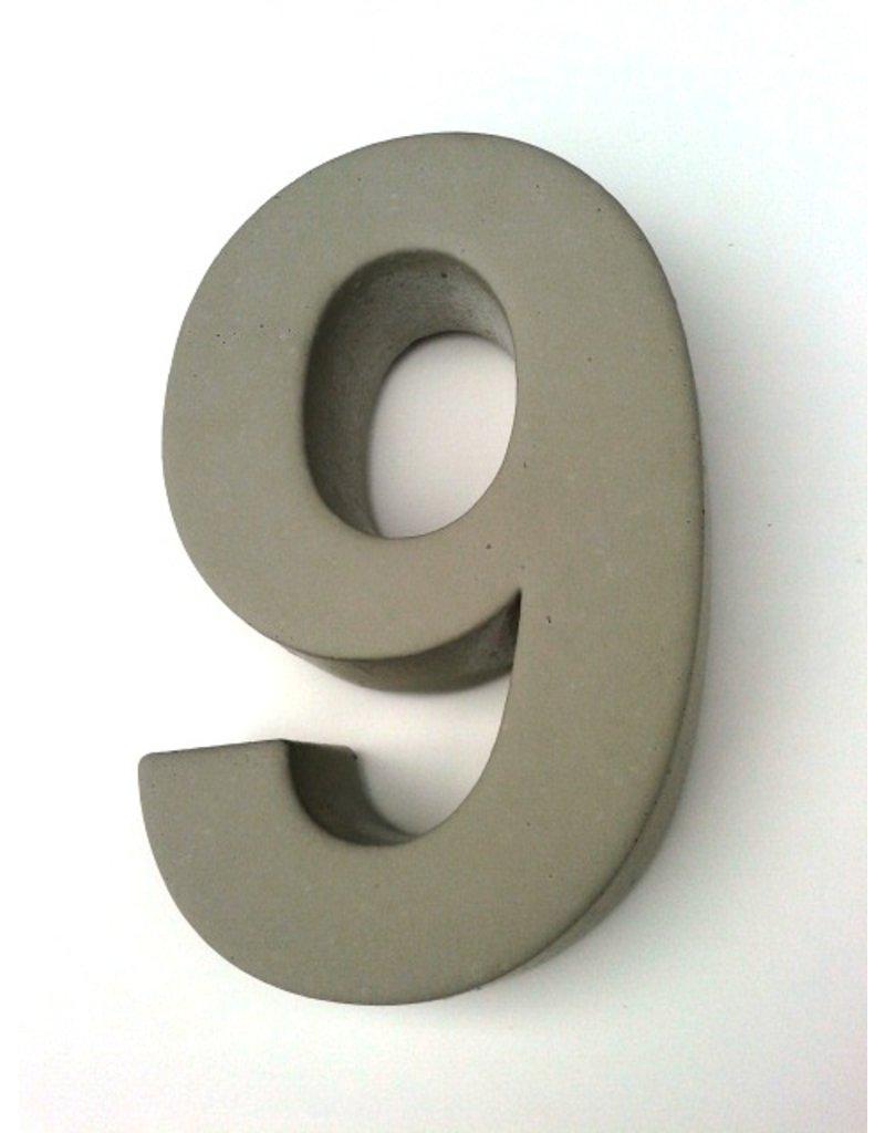 Huisnummer 9  beton 20cm