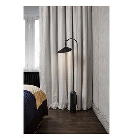 Ferm Living Lampadaire en marbre Arum Noir