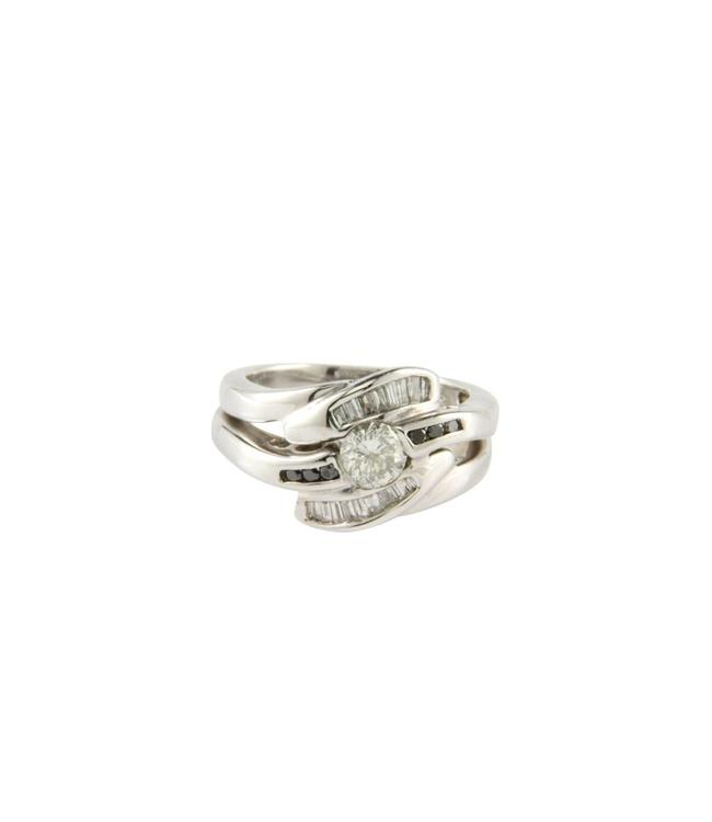 White gold ring with white and black diamond 18 crt
