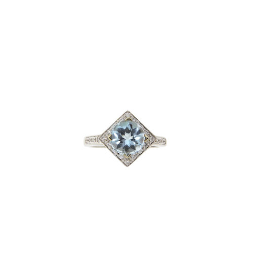 White gold ring with diamond and topaz 14 krt