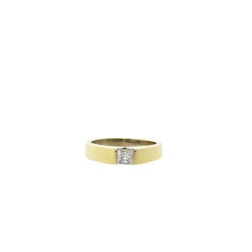 Gold ring with princess cut diamond 14 krt