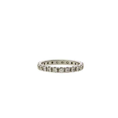 White gold alliance ring with 14 carat diamond