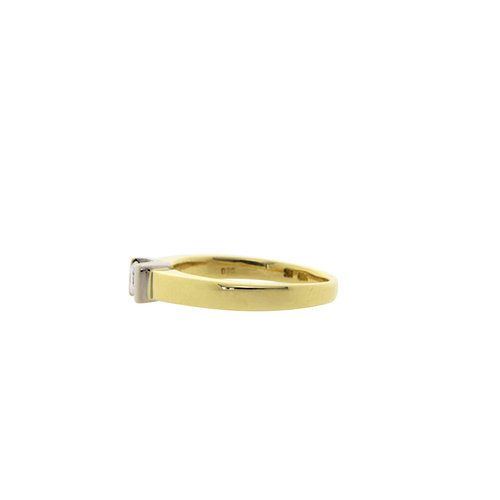 Gold solitaire ring with diamond 18 crt