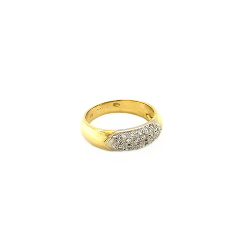 Gold pave ring with diamond 18 krt