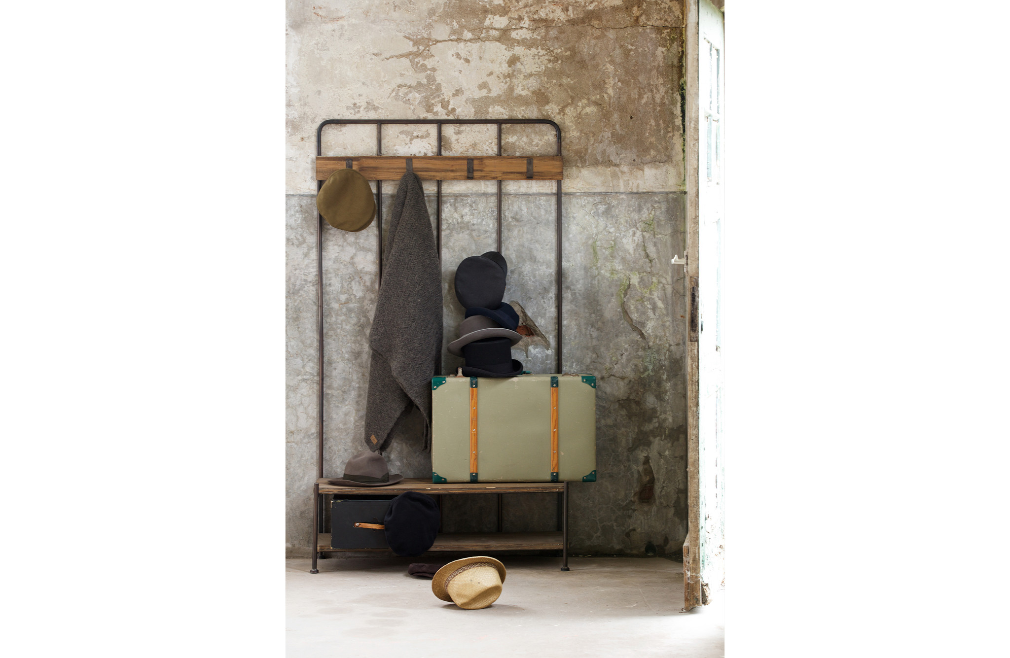 BePureHome Cool Giro Industrial Coat Rack
