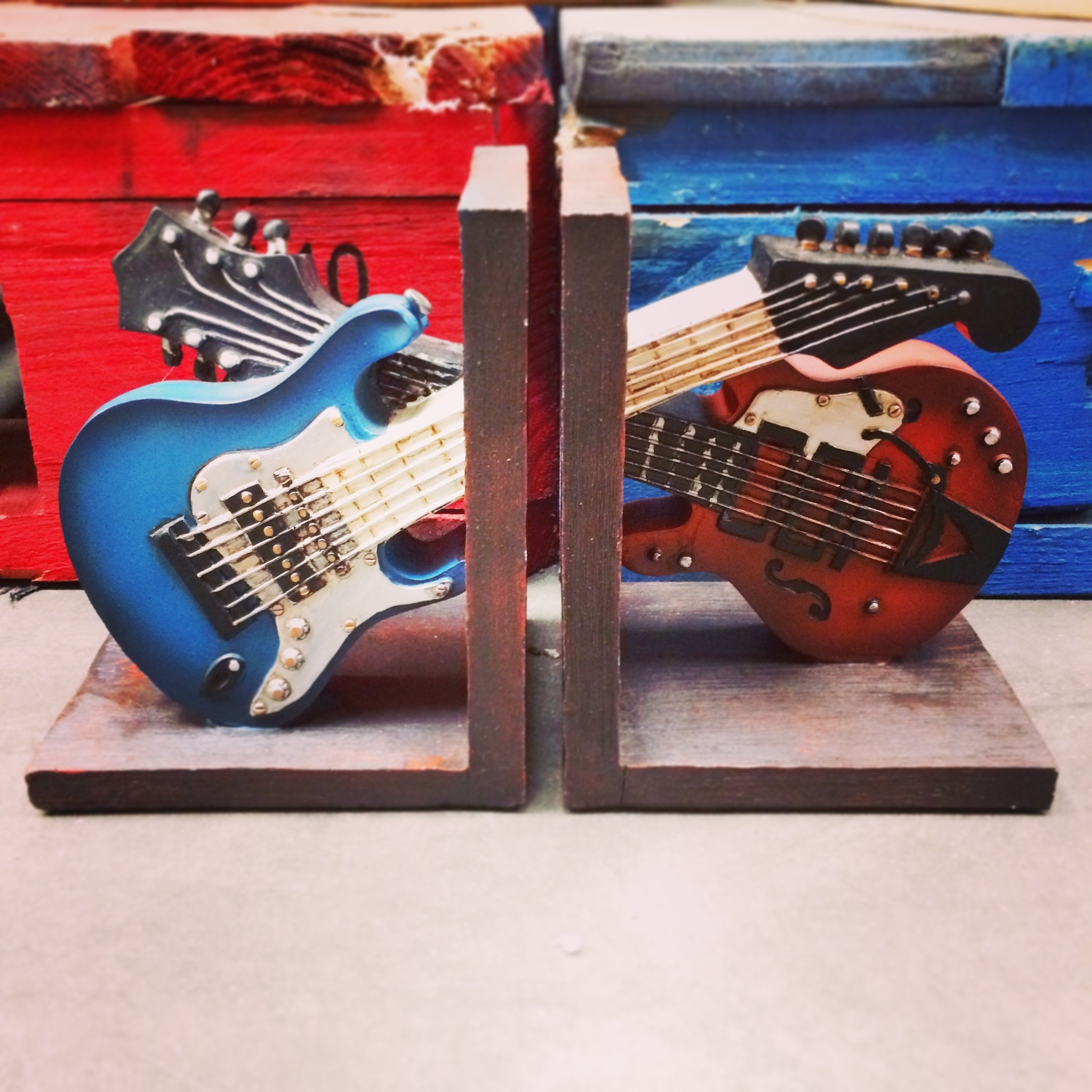 Guitar Bookends