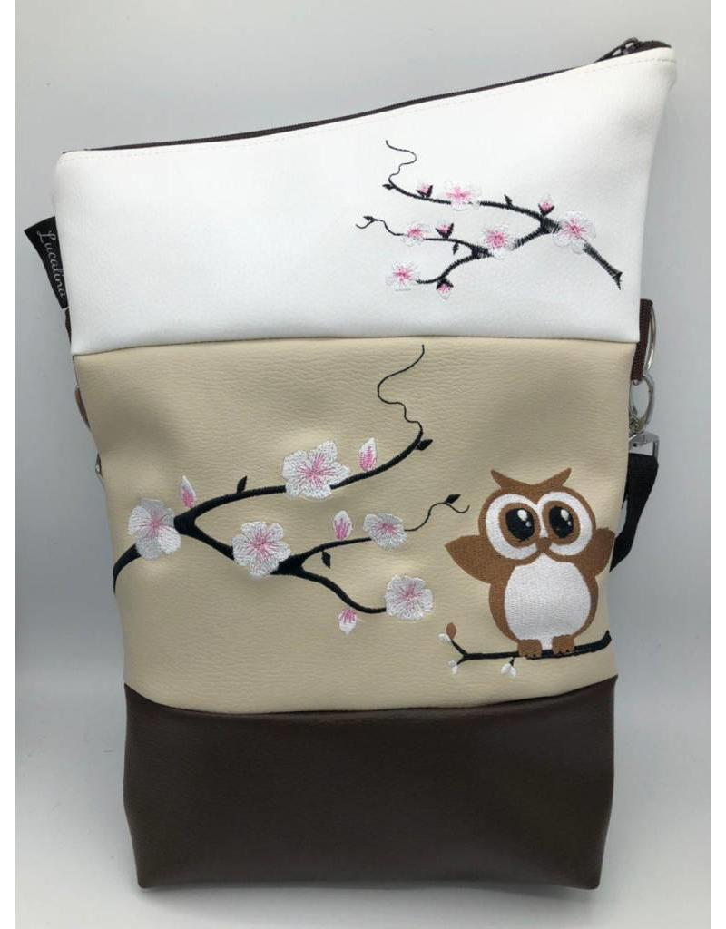 Foldover Eule auf Kirschblüten