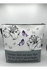 Milow Lilien mit Schmetterlingen