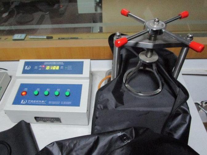1. Waterkolom test om waterdichtheid te meten