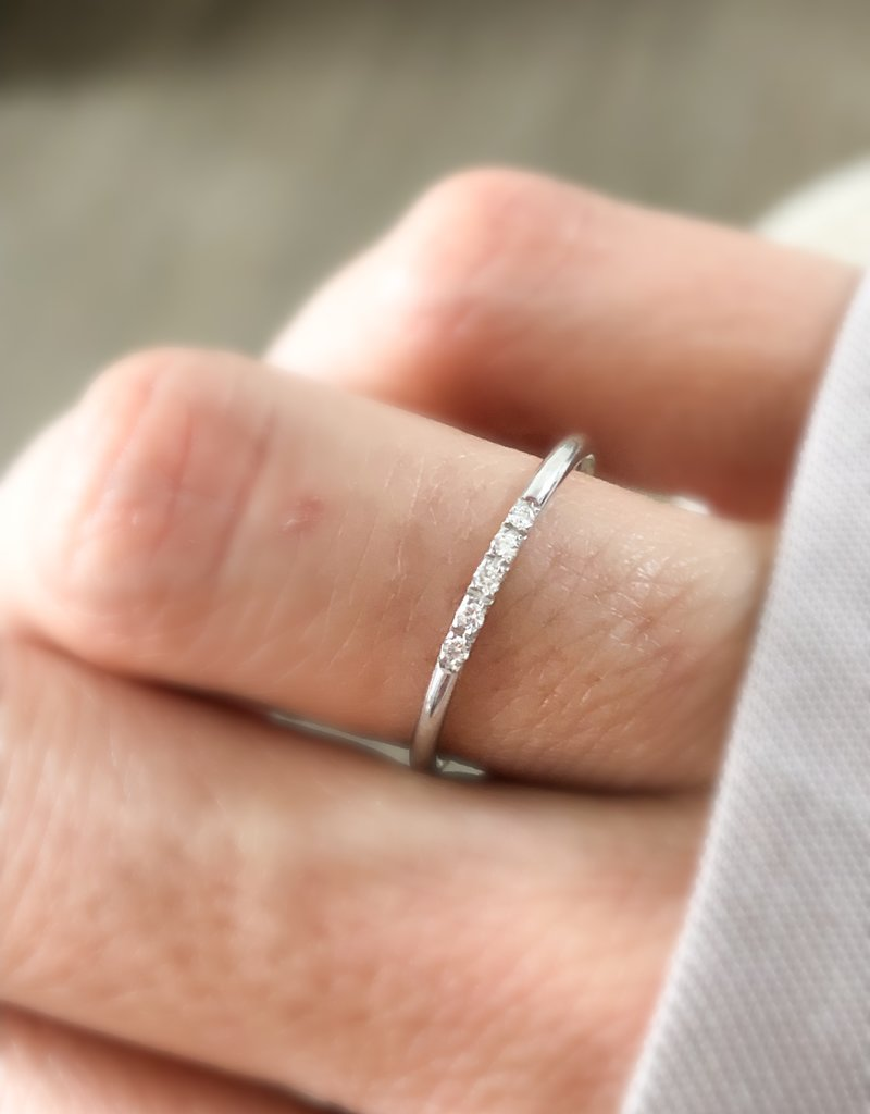 Atelier Maison Row of Diamonds - 14K white gold
