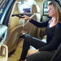 Hoofdsteungreep in- en uitstappen auto