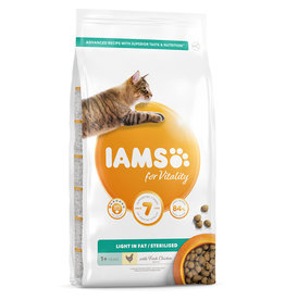 Iams Light in Fat/Sterilised Cat Food with Fresh Chicken, 2kg