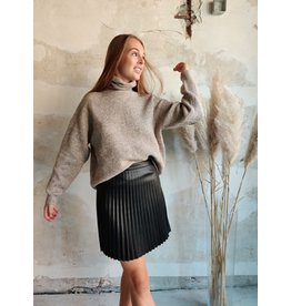 PLEAT FAUX LEATHER SKIRT BLACK