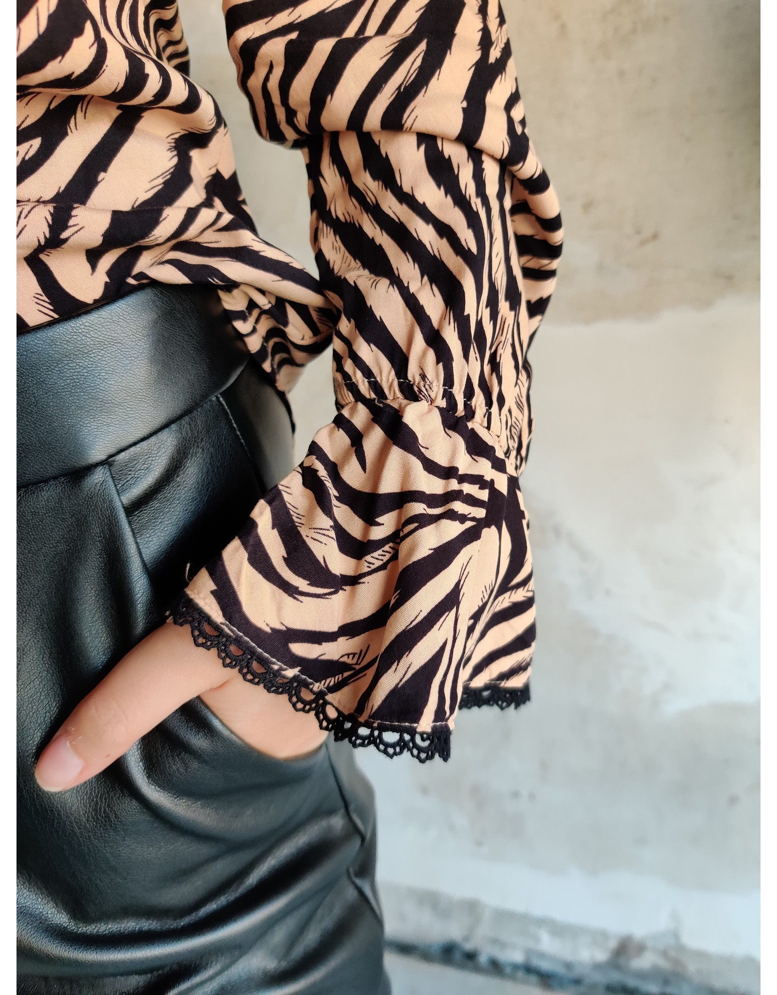 ZEBRA BLOUSE BLACK/BEIGE