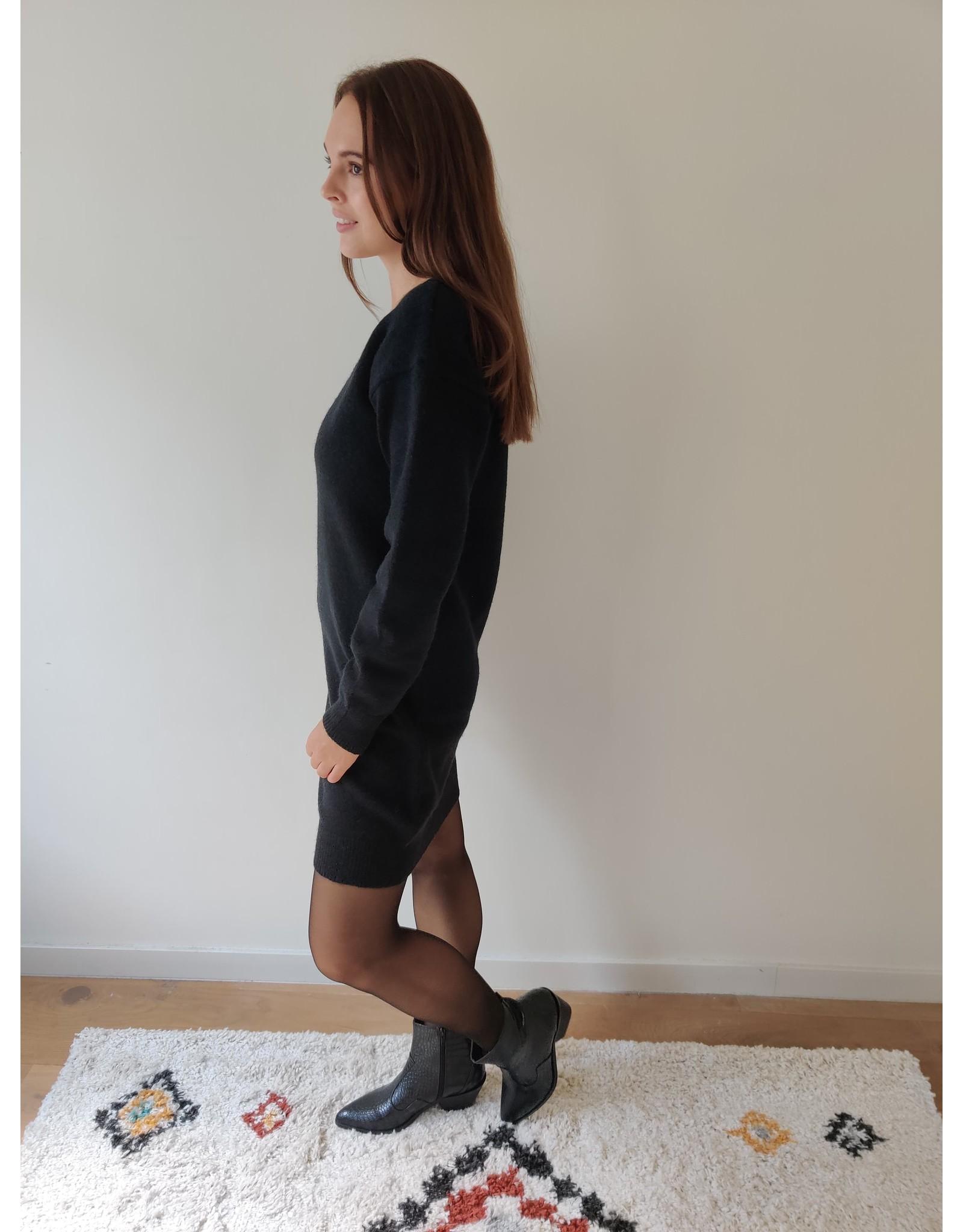 SKY V-NECK DRESS BLACK