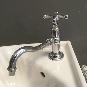 Singel faucet with long spout