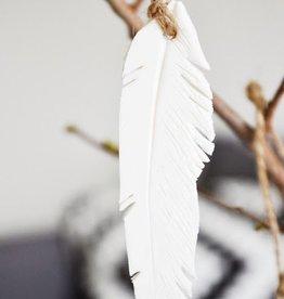 Madam Stoltz Hanging porcelain feather white