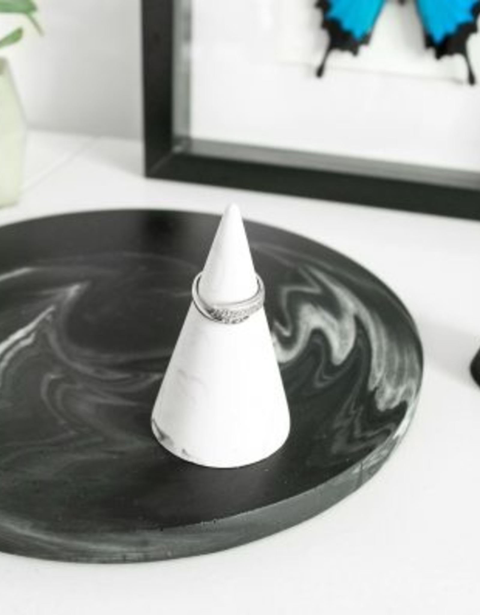 House Raccoon House Raccoon - Kiona Ring cone - Black marble