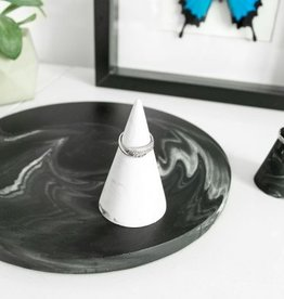House Raccoon House Raccoon - Kiona Ring cone - White marble