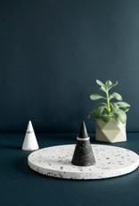 House Racoon House Raccoon - Kiona Ring cone - White marble