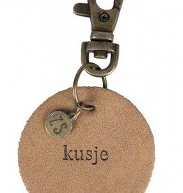 Zusss- sleutelhanger leer kusje