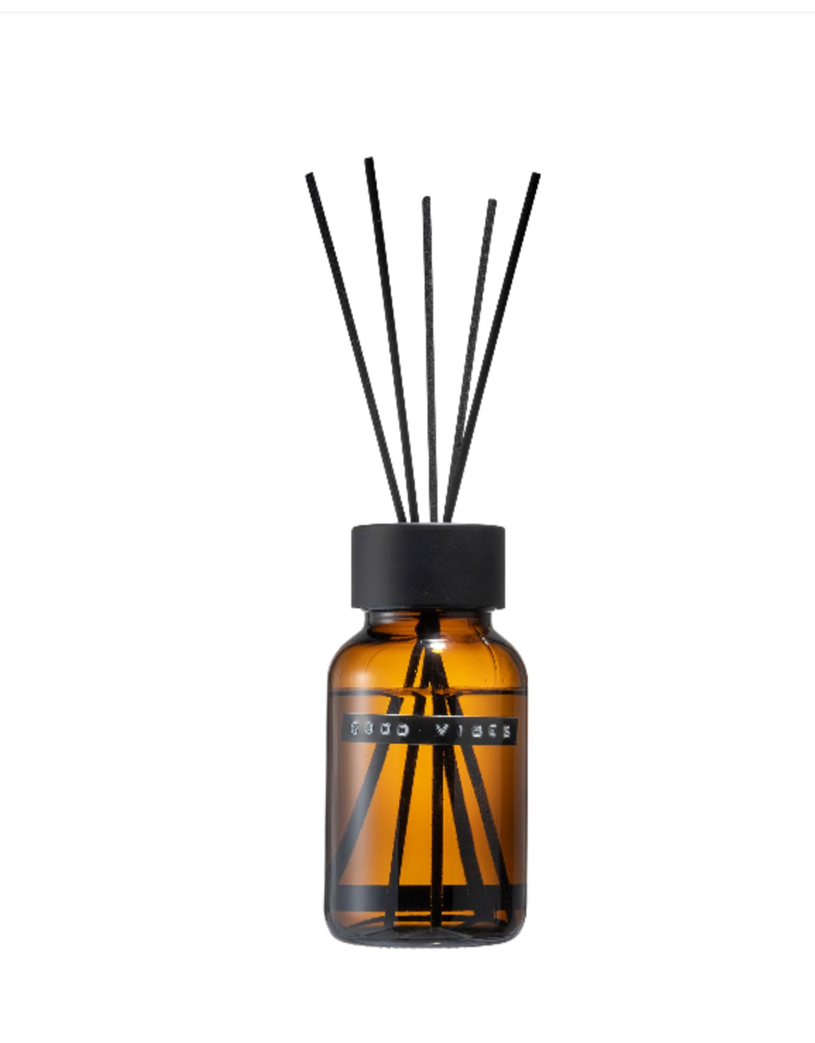 Wellmark Wellmark - Geurstokjes bruin glas 200 ml - good vibes