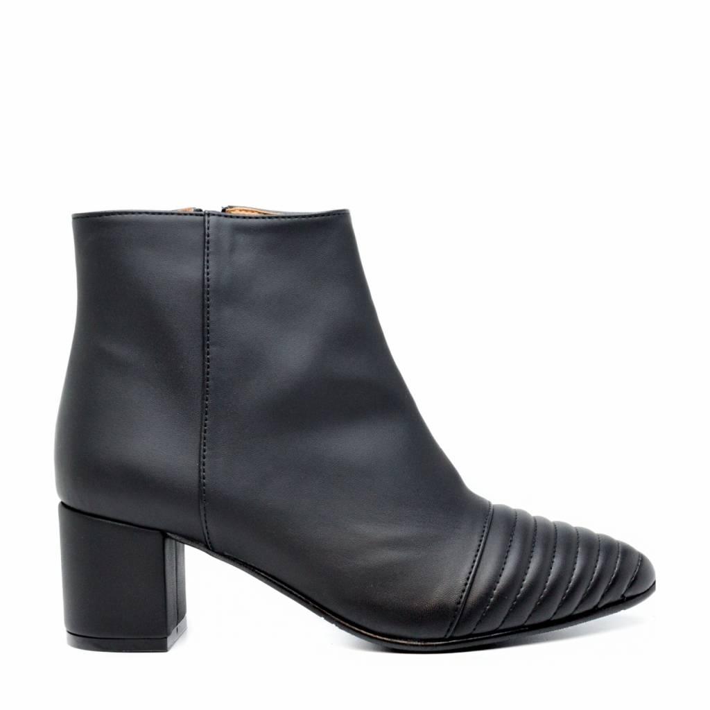 NAE vegan shoes Enkellaars Marta Zwart