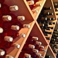Hoeveel flessen wijn moet ik bestellen? Zo bereken je het!