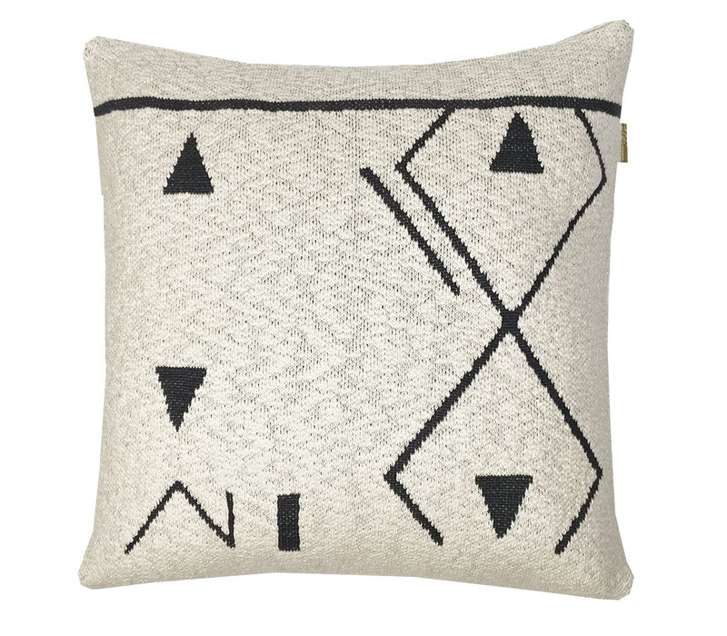 Fantasy line knitted cushion offwhite (NEW)